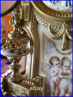 Pendule de cheminée regule et porcelaine en état de fonctionnement