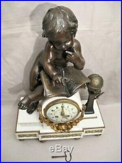 Pendule de style Louis XVI en métal amour aux études époque XIX ème siècle