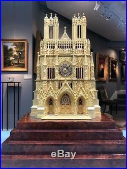Pendule dite à la cathédrale en bronze doré figurant Notre-Dame de Reims