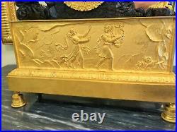 Pendule en Bronze ciselé doré et patiné Orphée charmant le Lion Début XIXeme