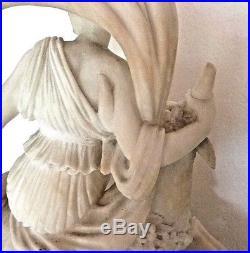 Pendule en albâtre sculpté représentant Europe, époque Restauration, vers 1830