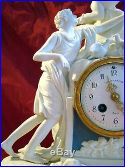 Pendule en biscuit de porcelaine de Sèvres signée Balthazard à Paris