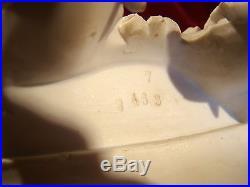 Pendule en biscuit de porcelaine signé et numéroté