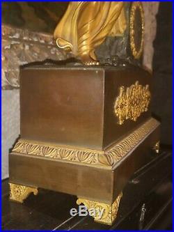 Pendule en bronze doré et patiné d'époque Empire Pandore