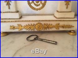 Pendule époque 18ème Louis XVI Directoire marbre blanc et bronze doré