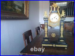 Pendule portique bronze doré marbre cariatides Retour d'Egypte Empire