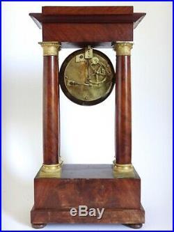 Pendule portique en acajou de Cuba et bronze époque Empire