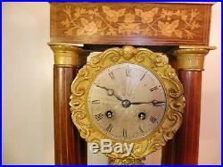 Pendule portique palissandre marquete de bois clair fonctionne sonne