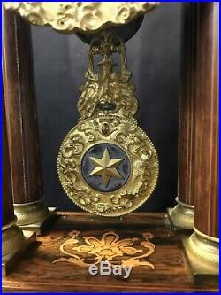 Pendule portique sur socle Charles X 19éme