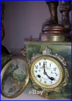Pendule régule onyx 3 statues signées Auguste MOREAU (1834-1917) HORLOGE MARCHE