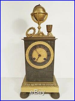 Pendule romantique au globe terrestre et bibliothèque bronze vers 1820-40