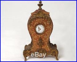 Pendulette cuir doré au fer bronze doré fleurs coquilles clock XIXè siècle