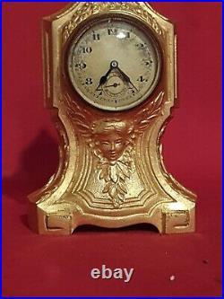 Pendulette en bronze doré de style régence fin XIX ème s