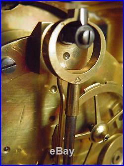 Rare pendule á colonnes époque Empire, indication seconde, balancier couteaux