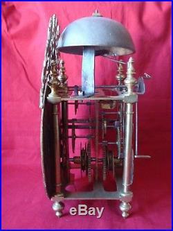 Superbe mouvement d'horloge coq, lanterne à cartouches du XVIIIème siècle