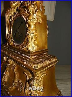 Tres Ancienne Pendule En Bronze A Voir