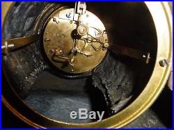 Tres grande pendule sujet regule sur socle marbre fonctionne sonne