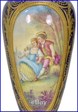 Vases Sèvres. Empire clock bronze horloge pendule uhren porcelaine biscuit