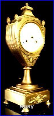 Vers 1810 EMPIRE Français Pendule Cartel URNE BRONZE à FIL Fonctionne Sonne